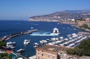 The ferry leaving Sorrento